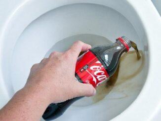 Cách tẩy rửa bồn cầu bằng Coca Cola